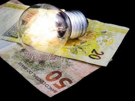 Taxa extra na conta de luz pode até dobrar para bancar medidas contra racionamento